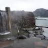 3階の露天風呂からは、円山川が見えます。